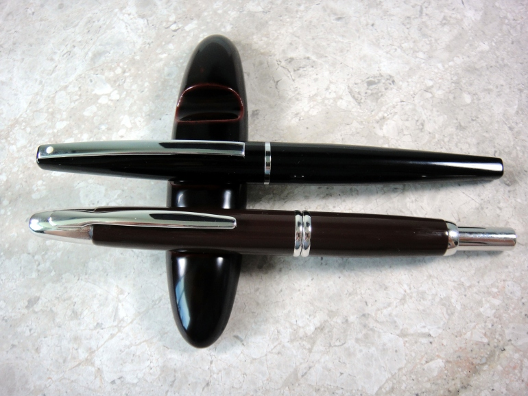 Sheaffer Taranis next to Pilot Vanishing Point